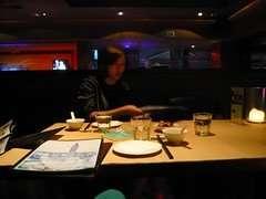 person 一間很lounge bar的川菜館