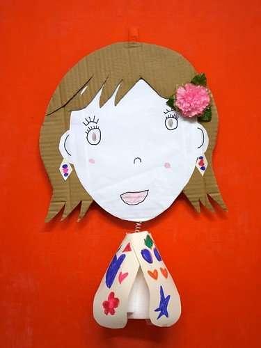 爸爸幫nina完成的面具..但是臉跟衣服都是nina畫的唷