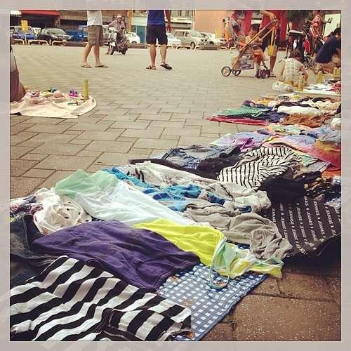 今天在西門廣場有光市場市集,多提姐有帶二手衣來,收入會捐給流浪動物及弱勢團體哦(我在金爐旁啦~6:00後就朋友幫忙賣哦)